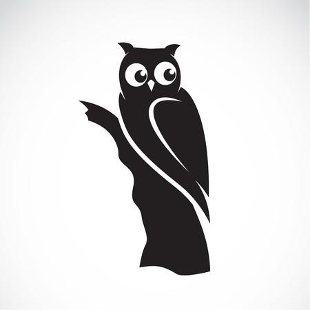 Ilustración de Vector image of an owl on white background - Imagen libre de derechos