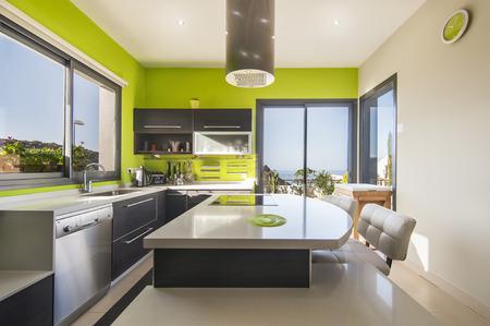 Photo pour Modern kitchen in the villa - image libre de droit