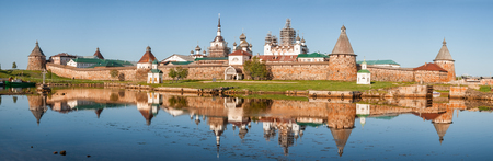 Photo pour Panoramic view on Solovetsky Monastery from the Bay of well-being, Russia. - image libre de droit