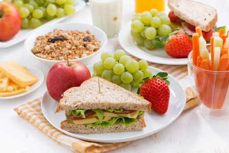 Photo pour healthy school breakfast with fresh fruits and vegetables, horizontal - image libre de droit