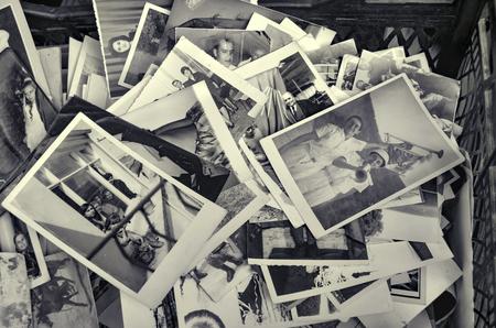 Foto de Istanbul, Turkey - September 9, 2012: Old family photos.?stanbul Istanbul's Beyoglu district of Istanbul seen old family photos in an antique shop. - Imagen libre de derechos