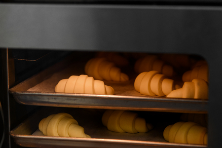 Photo pour Beautiful crescent rolls in oven - image libre de droit