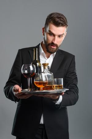 Foto de Man holding tray with beverages - Imagen libre de derechos