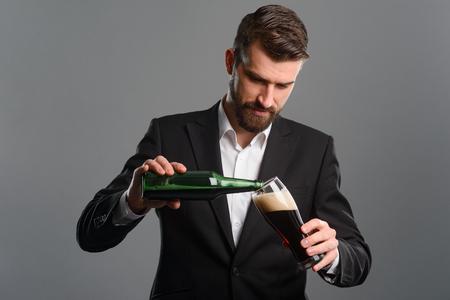 Foto de Businessman pouring beer in glass - Imagen libre de derechos