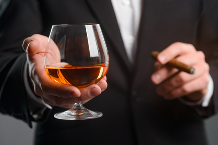 Foto de Closeup on glass of whisky - Imagen libre de derechos