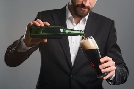 Foto de Closeup of pouring beer - Imagen libre de derechos