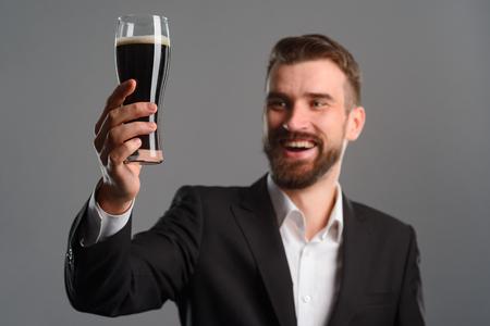 Foto de Chef having glass of beer - Imagen libre de derechos