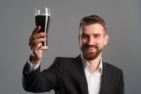 Foto de Smiling man raised his glass - Imagen libre de derechos