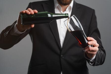 Foto de Pouring beer into a glass - Imagen libre de derechos