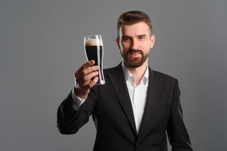 Foto de Guy showing glass of beer - Imagen libre de derechos
