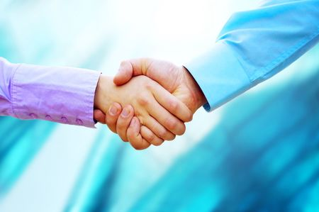 Photo pour Shaking hands of two business people - image libre de droit