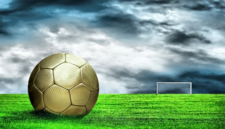 Foto de Soccer ball on green grass and sky background - Imagen libre de derechos