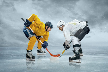 Foto per Ice hockey players on the ice - Immagine Royalty Free