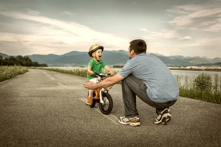Foto de Father and son on the bicycle outdoor - Imagen libre de derechos