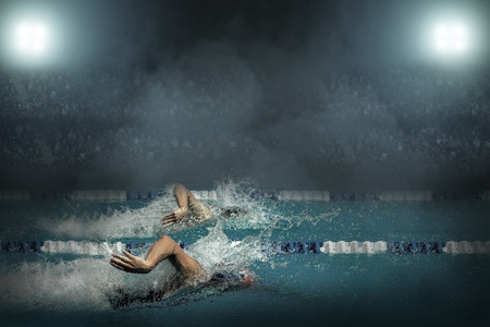 Photo pour Swimmer in open waterpool - image libre de droit
