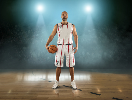 Photo pour Caucassian Basketball Player in dynamic action with ball in a professional sport game - image libre de droit
