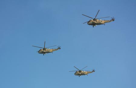 Foto de Westland Sea King Qatari aircrafts flying on military airshow - Imagen libre de derechos