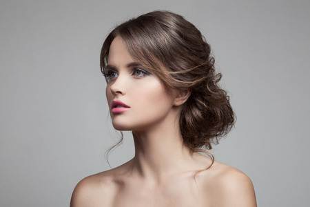 Photo pour Beautiful Blond Woman. Hairstyle and Make-up. - image libre de droit