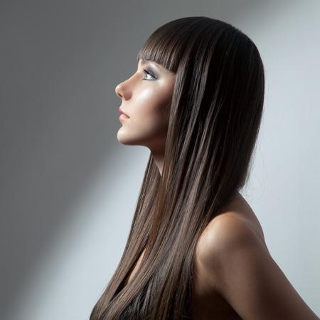 Photo pour Hair. Beautiful Brunette Girl. Healthy Long Hair. Beauty Model Woman. Hairstyle - image libre de droit
