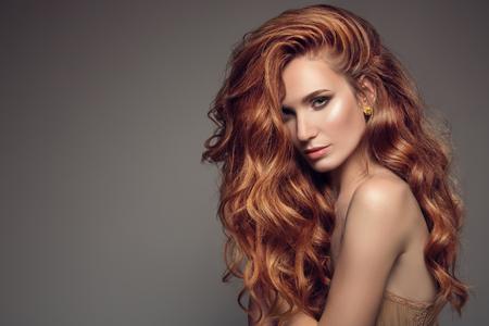 Photo pour Portrait of woman with long curly beautiful ginger hair. - image libre de droit