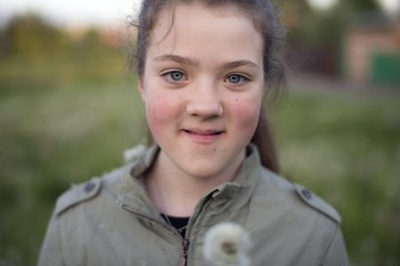 Foto de smiling girl with dandelion by evening outdoor - Imagen libre de derechos