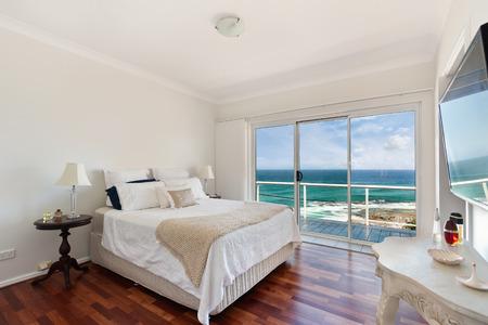 Foto de Modern bedroom interior - Imagen libre de derechos