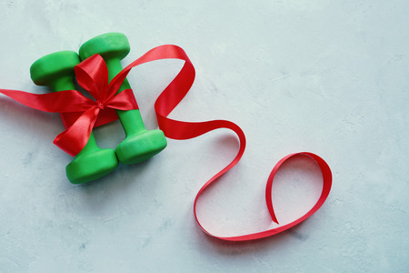 Foto de      Dumbbells are a great gift for the new year. Christmas 2018. A healthy lifestyle.                           - Imagen libre de derechos