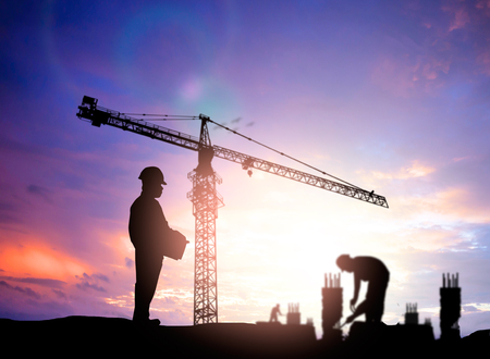Photo pour silhouette engineer looking blurred construction worker on construction site - image libre de droit