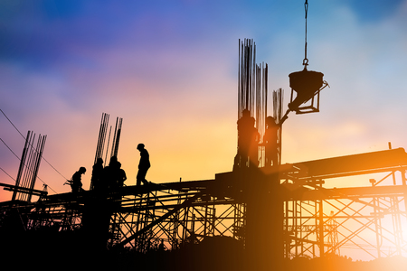 Foto de Silhouette construction industry engineer standing orders for construction team to work safely on high ground over blurred background sunset pastel for industry background. heavy industry concept. - Imagen libre de derechos