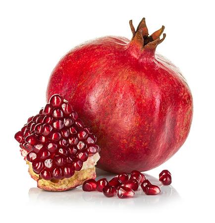 Photo pour Ripe pomegranates isolated on a white background. - image libre de droit