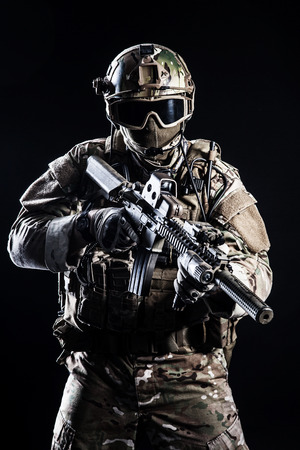 Foto de Special forces soldier with rifle on dark background - Imagen libre de derechos