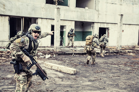 Foto de United States Army rangers during the military operation - Imagen libre de derechos
