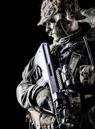 Foto de Jagdkommando soldier Austrian special forces with rifle on dark background - Imagen libre de derechos