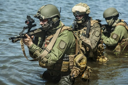 Foto de Jagdkommando Austrian special forces equipped with  assault  rifle - Imagen libre de derechos