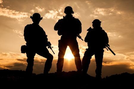 Foto de United States Army rangers on the sunset - Imagen libre de derechos