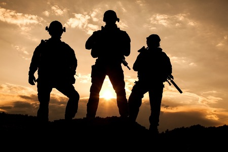 Foto de United States Army rangers on the sunset - Imagen libre de derechos