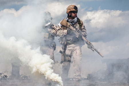 Foto de Navy SEALs Team with weapons in action - Imagen libre de derechos