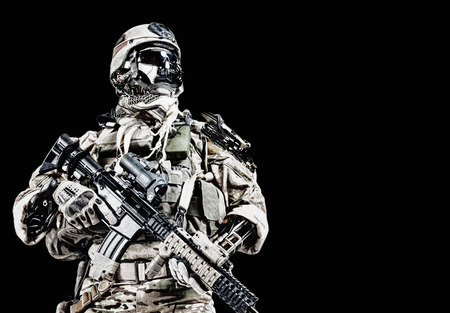 Foto de Futuristic mechanical army soldier cyborg with weapons - Imagen libre de derechos