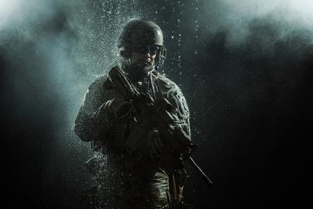 Foto de Green Berets US Army Special Forces Group soldier in the rain - Imagen libre de derechos