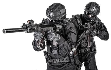 Foto de Police elite squad fighters protecting each other - Imagen libre de derechos
