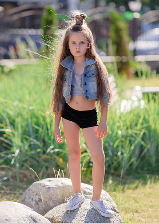 Foto de portrait of little girl outdoors in summer - Imagen libre de derechos