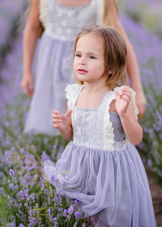 Foto de portrait of two sisters in a lavender field - Imagen libre de derechos