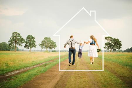 Foto de family and house - Imagen libre de derechos