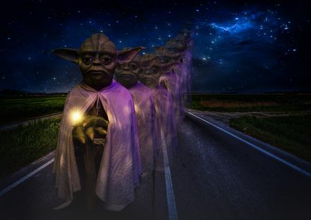 Foto de Foz do Iguazu, Brazil - November 22, 2017: Grandmaster Yoda in the waxworks museum in Foz do Iguazu / Brazil. - Imagen libre de derechos