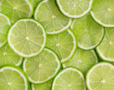 Foto de Green background with citrus-fruit of lime slices - Imagen libre de derechos