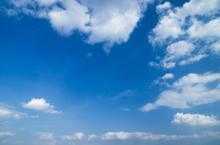 Foto de blue sky background with tiny clouds - Imagen libre de derechos
