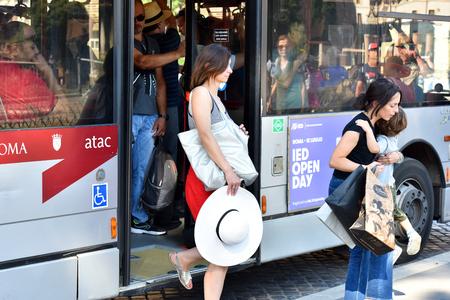Foto de The girl comes out of the tram. - Imagen libre de derechos