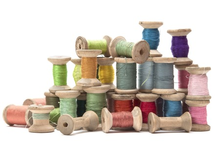 Foto de wooden spools with colored cotton threads for sewing, vintage - Imagen libre de derechos