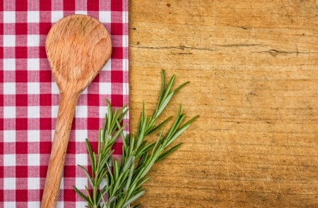 Photo pour Rustic wooden background with checkered tablecloth and wooden spoon - image libre de droit