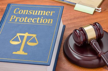 Foto de A law book with a gavel - Consumer Protection - Imagen libre de derechos